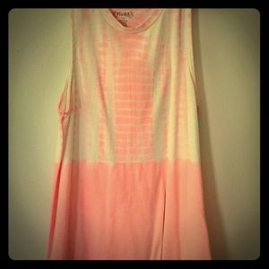 🎀💖Pink And White Patterened Tank Top💟🌺